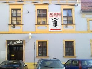 HI nad Jazz Tibet Clubem v Olomouci